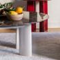 Table basse Carlotta pieds laqués blanc crème et marbre marron